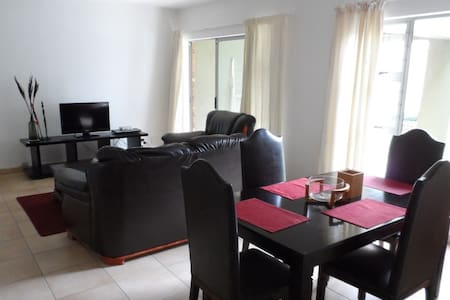 A quiet 2 bed garden unit nestled in the valley - Roodepoort - 아파트