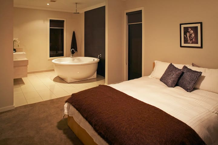 Master Oasis - with large bath for two