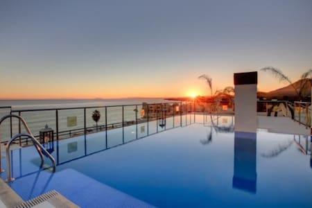 Apartamento con vistas al Gibraltar - Estepona - Daire