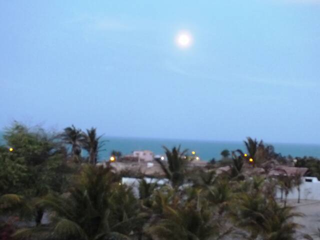 Vista da lua cheia na suíte