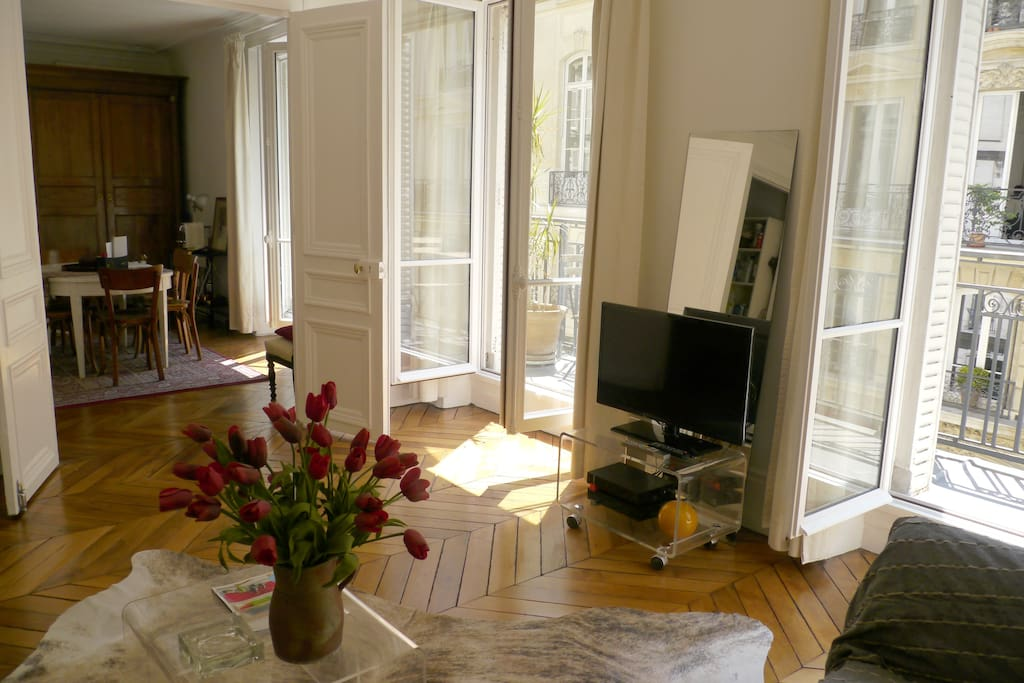 Appartement chic avec balcon sud appartements louer for Appartement balcon paris