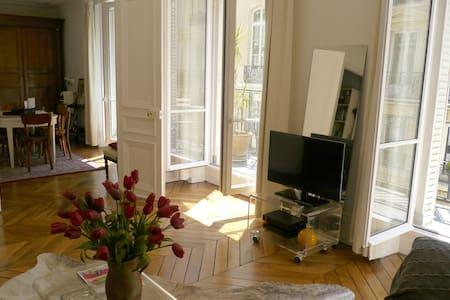 appartement chic avec balcon sud - Parijs - Appartement