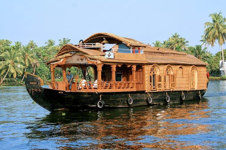 Nandai Villa Houseboat