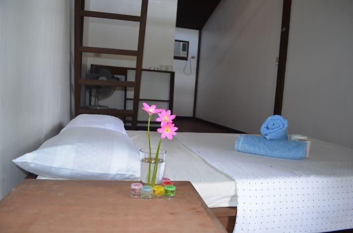 Siargao Island Sunflower House Room 1
