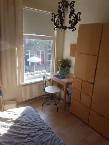 Cozy bedroom in a walking distance to U. Centraal