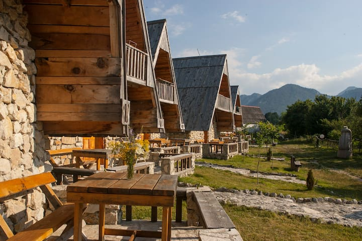 Authentic Mountaineering Village *small huts* - Pošćenje
