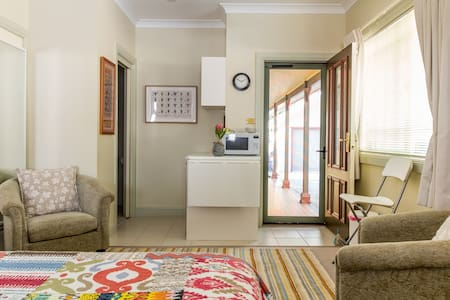 YellowtailStay - Stanwell Tops - The Top Room.