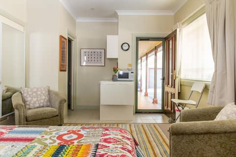 Yellowtail Stay - Stanwell Tops - The Top Room.