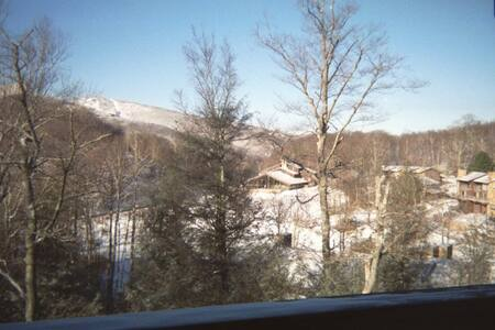 Great Location with View of Sugar Mountain!