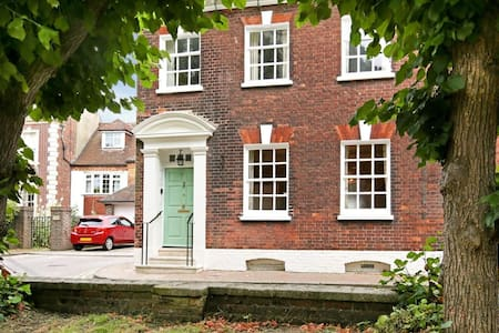 Sumptious Georgian Town House close to Poole Quay - Poole