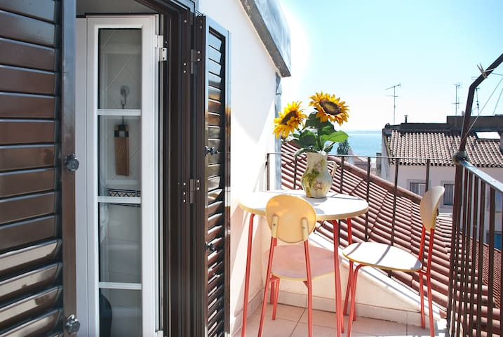 Cosy in Alfama with Balcony & Wifi! - Lissabon