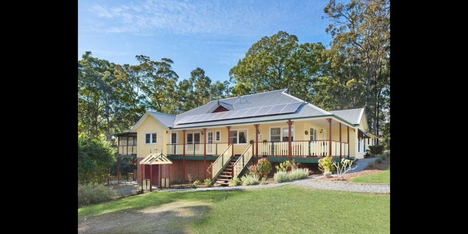 Guest House with pool - Port Macquarie Hinterland