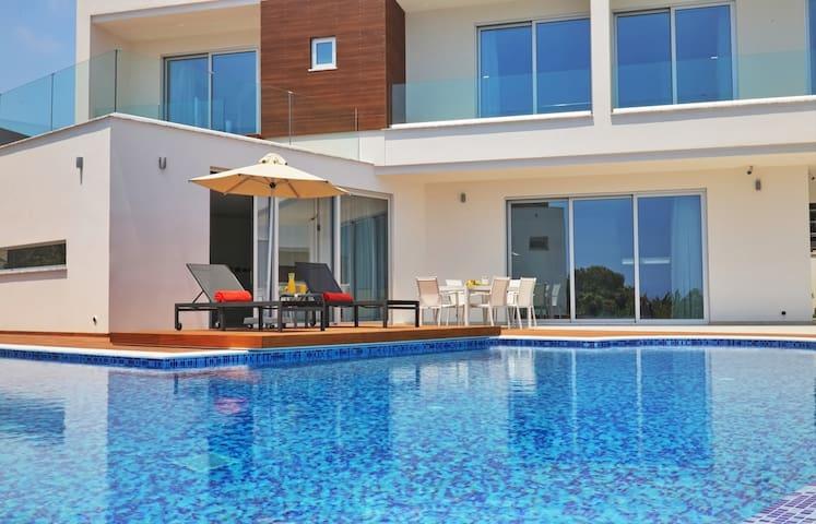 Idania Seaview Elite Villa | 3 Bedrooms