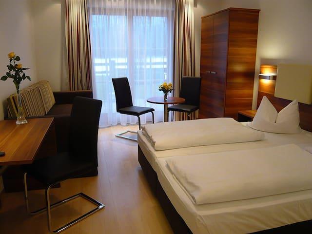 Gemütliches Studio für 4 Personen - Anif bei Salzburg - Bed & Breakfast