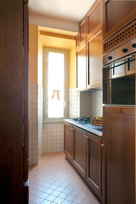 kitchenette with oven, dishwasher, fridge, stove
