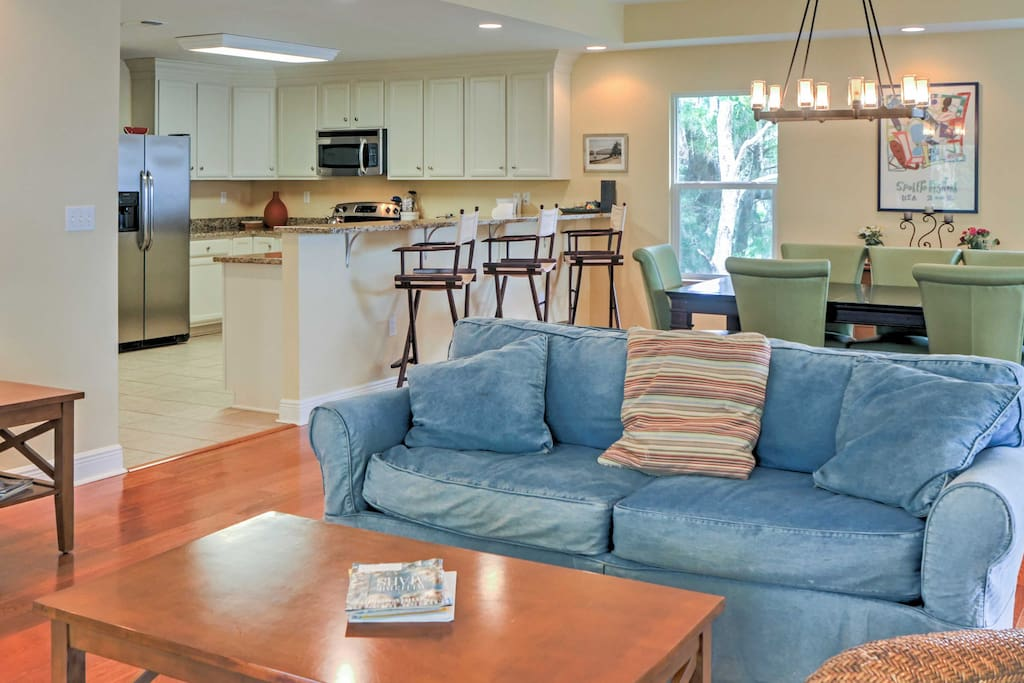 An open floor plan combines the living area, dining room and kitchen of the 1,800-square-foot home.