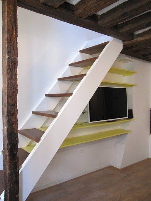 First floor: 3D TV & lounge