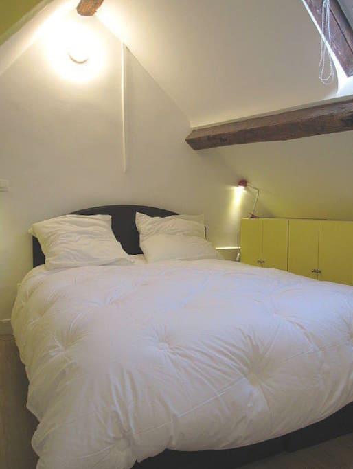 Room upstairs, (Brand: Dunlopillo)
