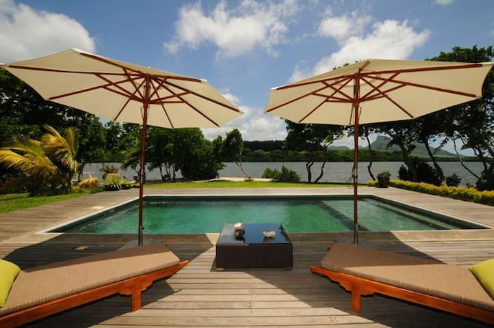 Villa Fauverelle 320 m² waterfront - Mahebourg