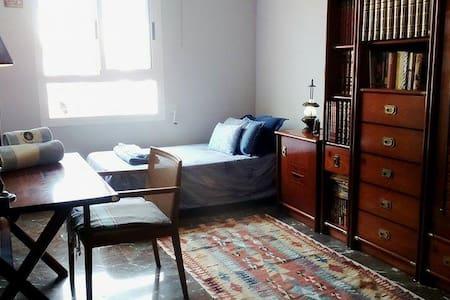 Acogedora habitación en ático tranquilo - València