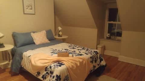 PRIVATE ROOM- SOUTH END HFX- CENTRAL-COZY- WIFI