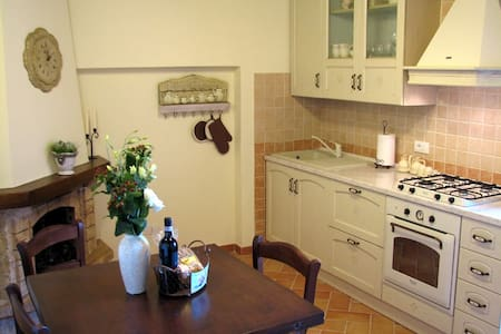 Cosy house in village near Siena - Civitella Marittima