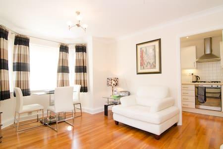 Fab Apartment in Didsbury Village - Apartamento