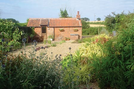 Idyllic Retreat Near Holt, Norfolk - Oulton - 小屋