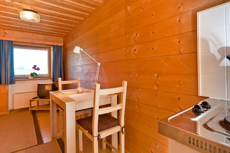Munich! nice wooden bavarian room! - Straßlach-Dingharting