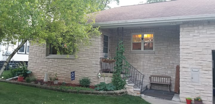 EAA Oshkosh - Southside South Park 2 Bedroom Ranch