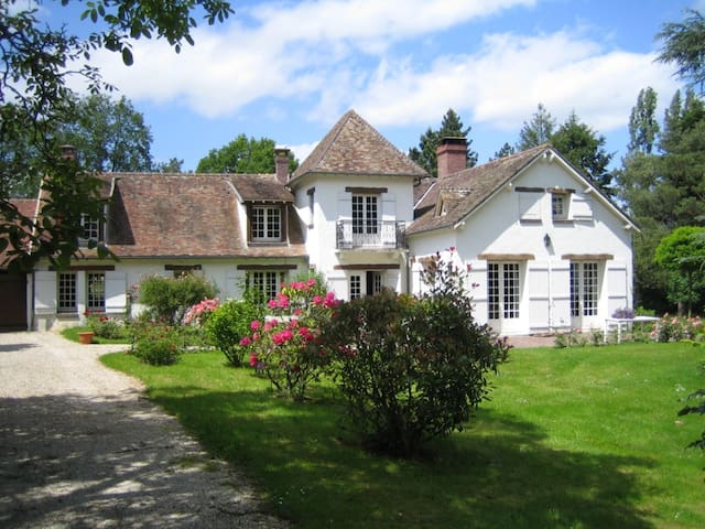 CHARACTER HOUSE NEAR PARIS WITH A H - Orgerus - House