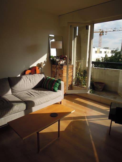 Livingroom late in the afteroom: sunbath in sofa!