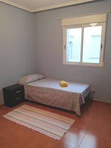 Habitación en Catral para días, semanas o meses.