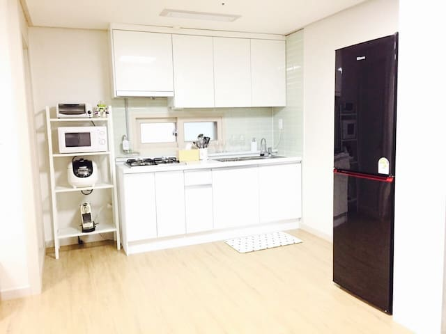 [NEW] Spacious Home near SNU and Sillim Stn.