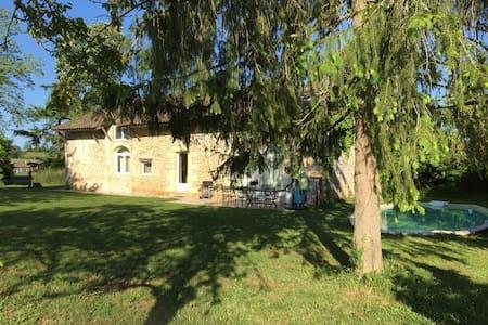 Maison de charme proche de St Emilion - Ruch - 단독주택