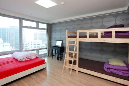 Family Room for 4 w/ Private Bath - Haeundae-gu - Bed & Breakfast