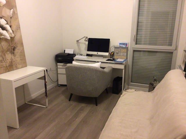 Loue chambre avec canapé lit bureau