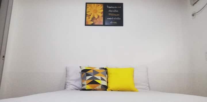Suíte para casal com ar, tv e garagem Cabo Frio