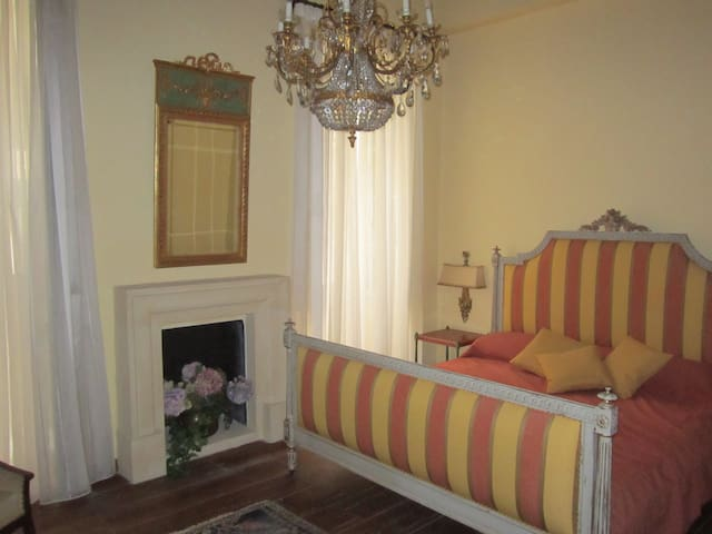 Luxury 17th Century Palazzo Suite 3 - Valletta - Huis