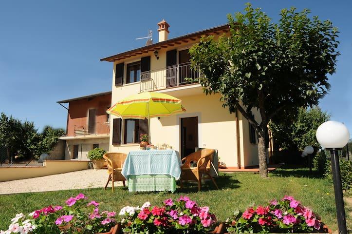 Villetta tra Umbria e Toscana - Castiglione del Lago - House