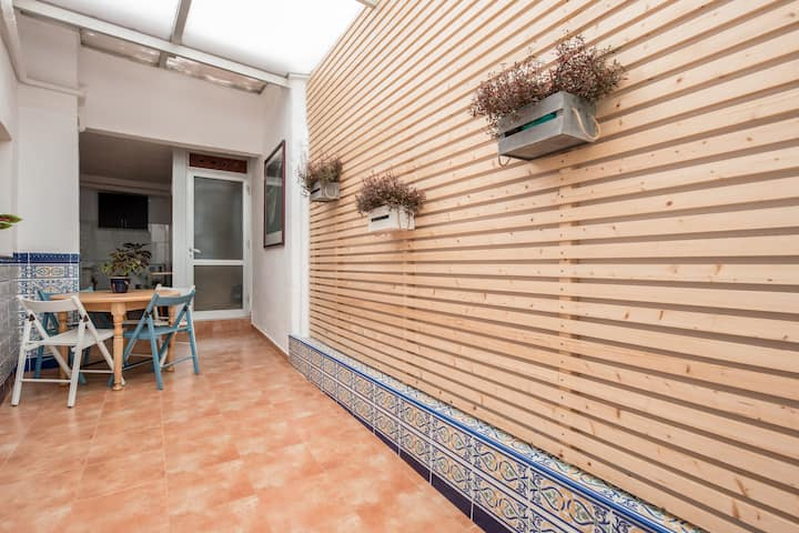 Holiday Home Casa del Molino with Sea View, Mountain View, Wi-Fi & Terrace; Street Parking Available