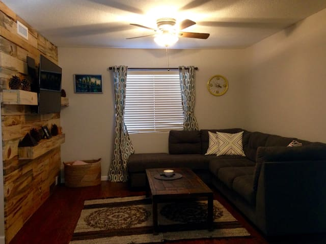 Cozy Beaver St Condo- Walking Distance to Downtown