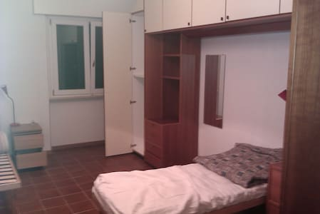 Private room near to Uni/CityCenter - Parma