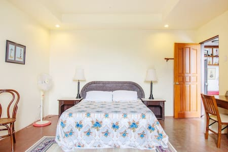 Solace at Casa Mari's West Room  - Cebu City - Bed & Breakfast