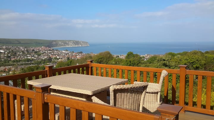 Breathtaking sea views from this light, cosy lodge