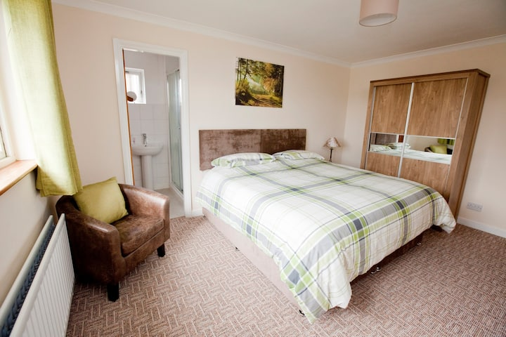 Lottie's ensuite room, Penrith(double/twin/triple)