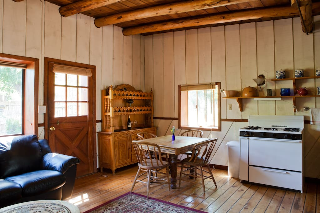 Fully equipped with pots and pans and a nice gas stove for gourmet cooking.