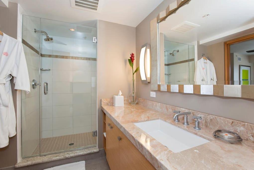 Beautiful Bathroom with Secondary bedroom