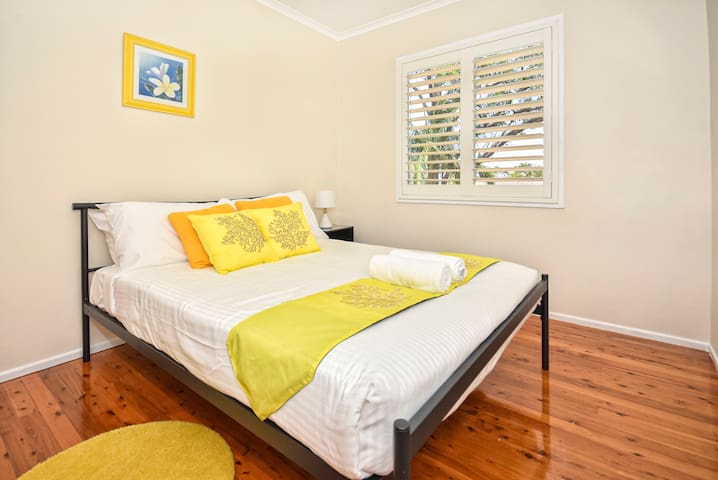 Bedroom 3 (upstairs) - Double Bed