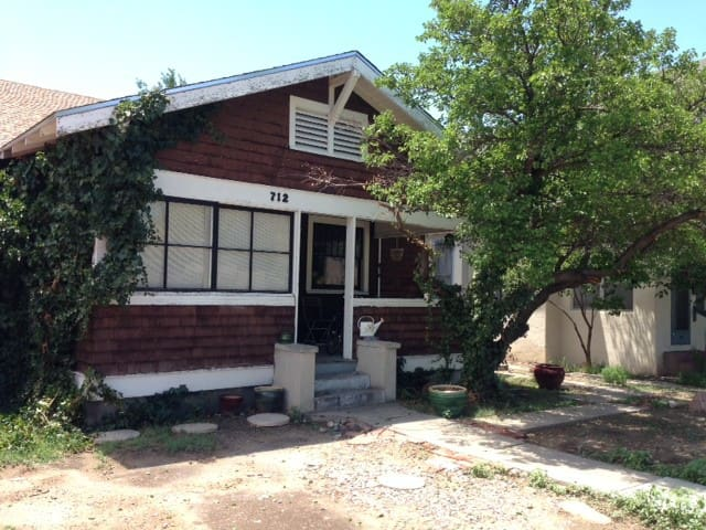 Historic Dwntwn ABQ Bungalow w/WIFI
